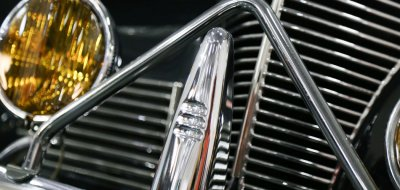 Chevrolet Deluxe 1937 front close up view