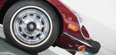 Jaguar E-Type 1972 wheel closeup view