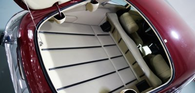 Jaguar E-Type 1972 trunk