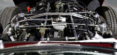 Jaguar E-Type 1972 - under the hood