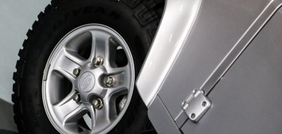 Land Rover Defender single cab 2016 wheel closeup view