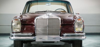 Front view of Mercedes Benz 220SE 1964