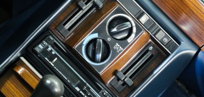 Control buttons of the Mercedes Benz 450 SEL 6.9 1976