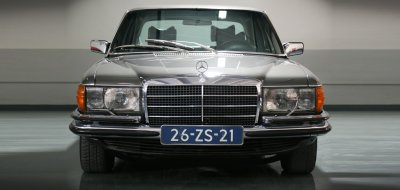Front view of the Mercedes Benz 450 SEL 6.9 1976