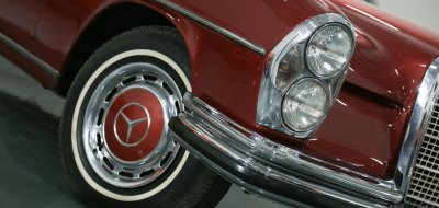 Mercedes Benz 280SEL 1972 front corner closeup view