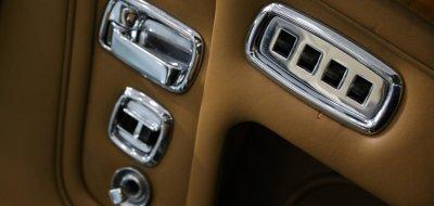 Rolls Royce Corniche 1973 door closeup
