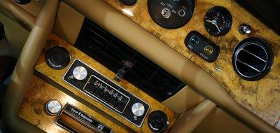 Rolls Royce Corniche 1973 radio