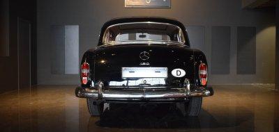 صورة خلفية لسيارة مرسيدس بنز ١٩٠ موديل عام ١٩٦٠