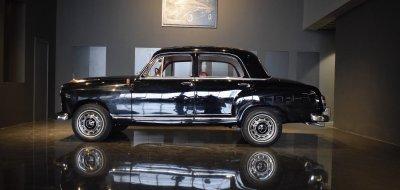 صورة جانبية يسرى لسيارة مرسيدس بنز ١٩٠ موديل عام ١٩٦٠