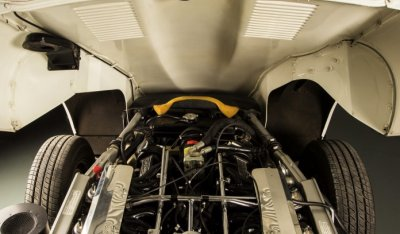 Jaguar E-Type 1971 engine - under the hood