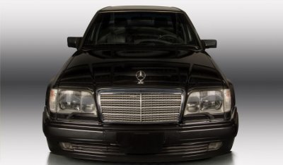 Mercedes Benz E500 1994 front view