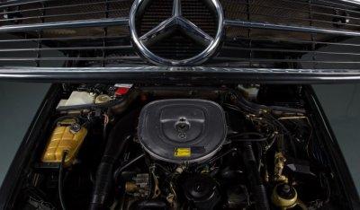 Mercedes Benz SEC560 1991 under the hood