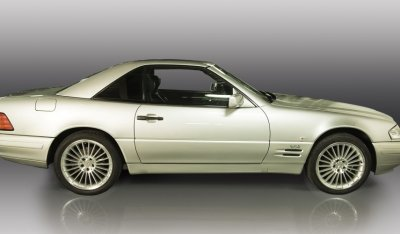 Side view of the Mercedes Benz SL600 1998